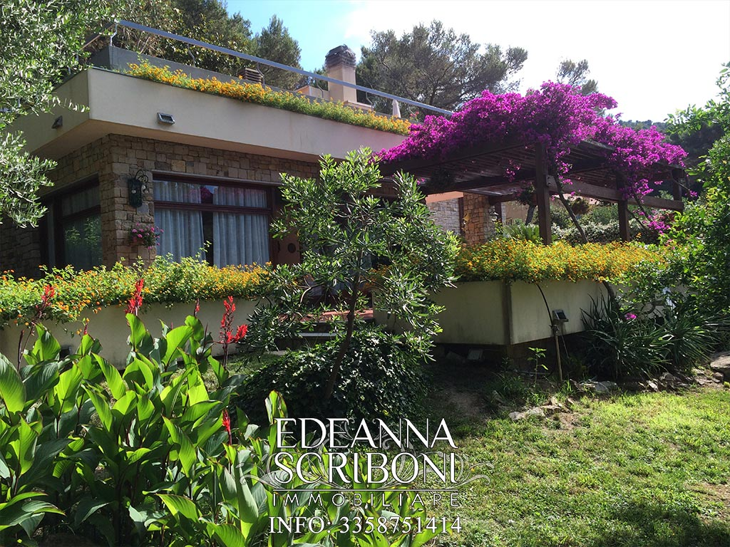 Villa for sale, in western Liguria, in the outstanding Pinamare Hill, at walking distance from the sea
